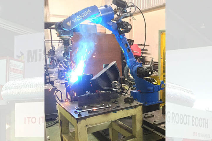 Robot Welding Booth  With Fume Protection