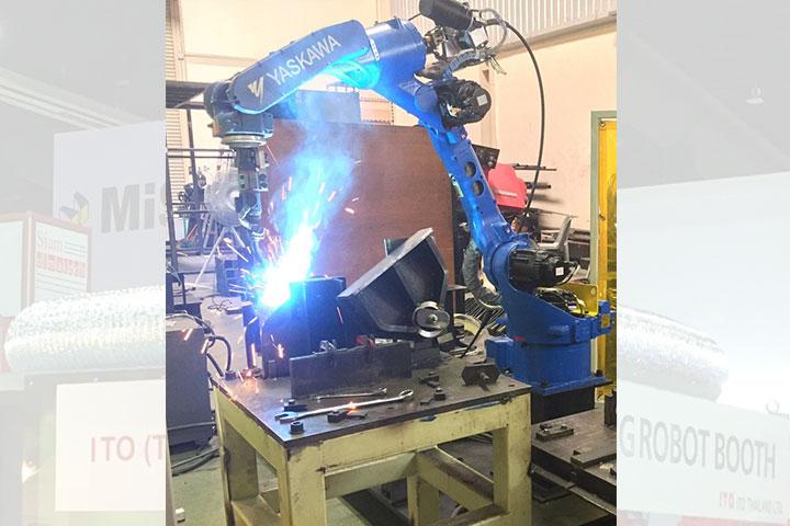 บูทป้องกันสะเก็ดไฟจากหุ่นยนต์เชื่อม